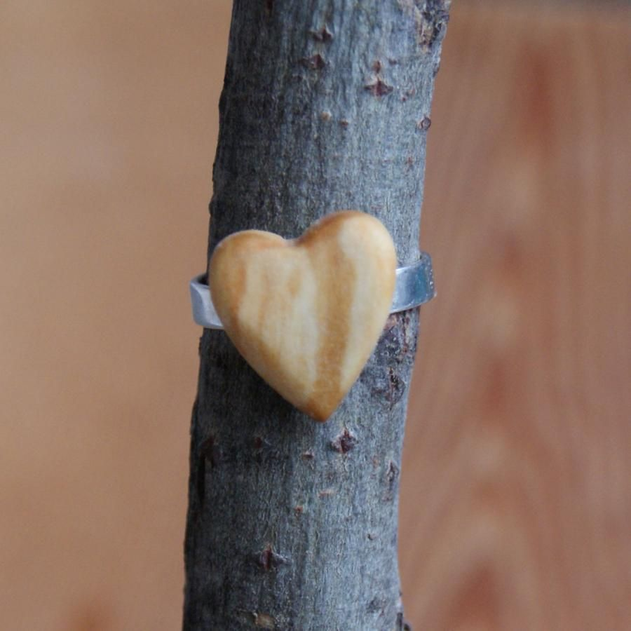 Bague cabochon en bois forme coeur Bois de bouleau largeur 14mm