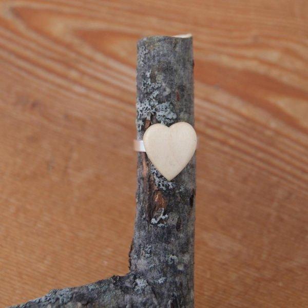 Bague cabochon en bois forme coeur erable largeur 14mm