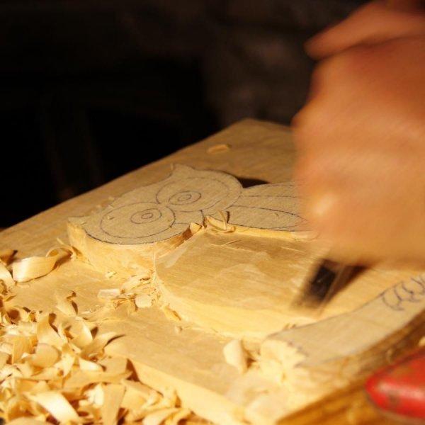 Bas relief sculpté Chouette fait main en savoie