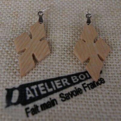 boucle d'oreille croix en frêne bijoux éthique en bois, bijou nature ciré, fait main
