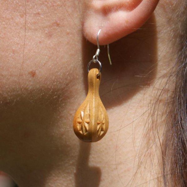 boucles d'oreilles goutte d'eau sculptée bijoux nature bois massif merisier fait main
