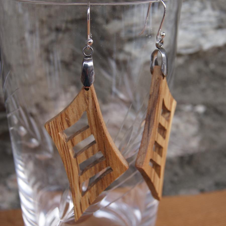 boucle d'oreille longue en bois de chêne bijou en bois fait main, forme géométrique