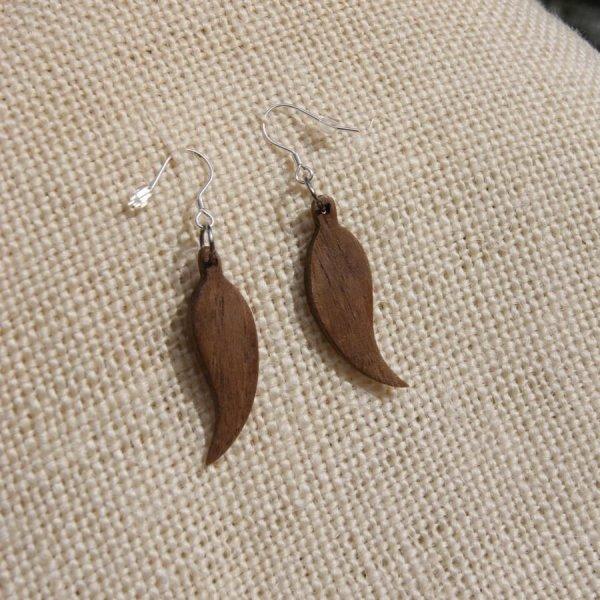 boucle d'oreille plume, bijoux éthiques en bois de noyer,bijou nature fait main