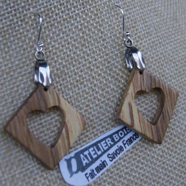 boucles d'oreilles carre avec coeur en chêne bijoux éthique en bois, noce de bois, Saint valentin,fait main