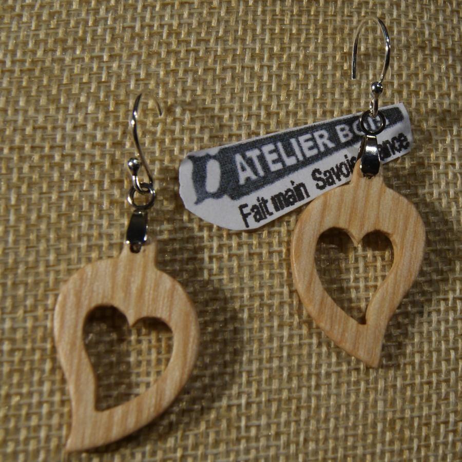 boucles d'oreilles coeur bois de frêne ciré, noce de bois, saint valentin, fait main