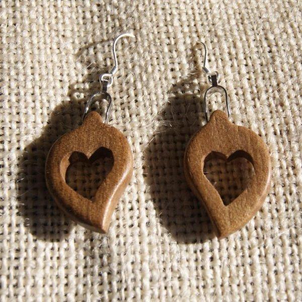 boucles d'oreilles coeur bois massif noyer ciré, noce de bois, saint valentin, fait main