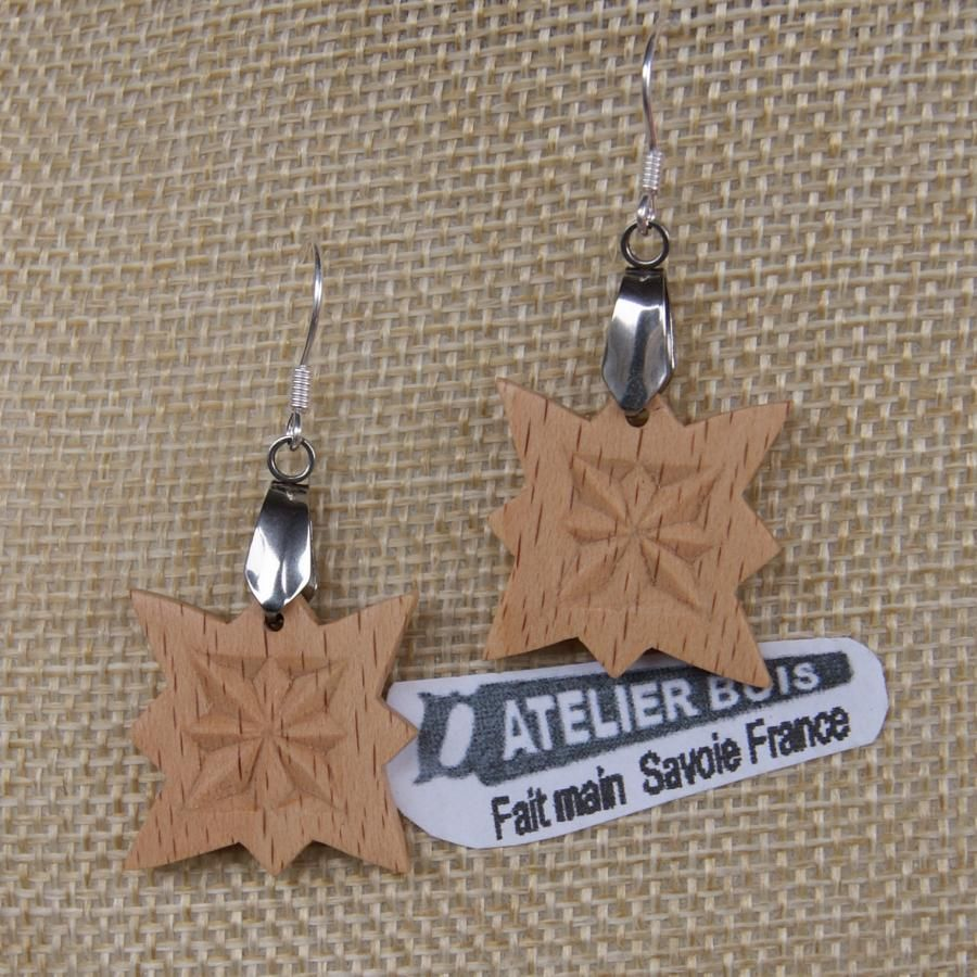 boucles d'oreilles découpée sculptée bijoux nature bois massif Hetre fait main