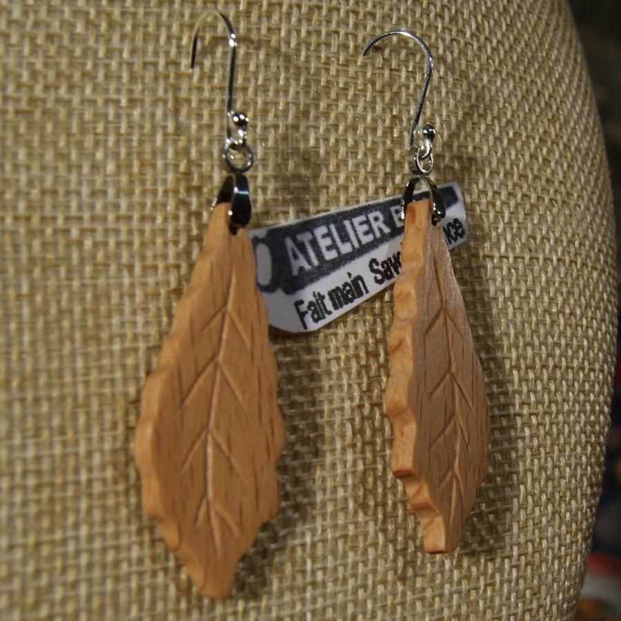 boucles d'oreilles feuille de chene en bois de  Hetre bijoux éthiques fait main en bois, bijou nature ciré, pour oreilles percées