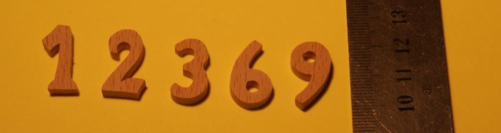 Chiffres 1,2,3,6,9 en bois ht 2cm ep 3mm en bois de hetre pour pendule