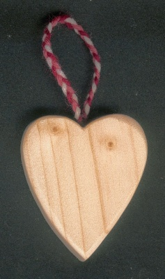 Petit coeur en bois à suspendre saint valentin