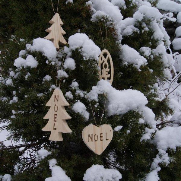 Coeur Boule de Noel en bois a suspendre dans votre sapin