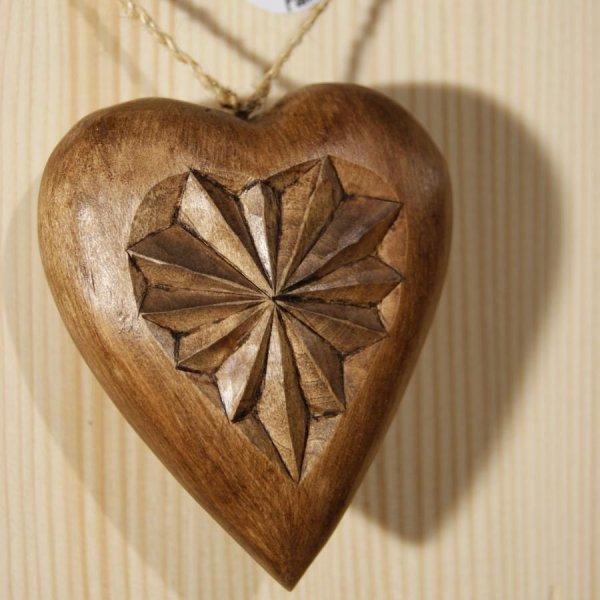 coeur sculpté en bois de tilleul, cadeau saint valentin, noces de bois, sculpté a la main