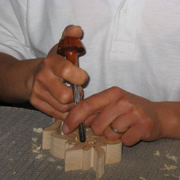 Edelweiss découpée sculptée a la main cirée nature