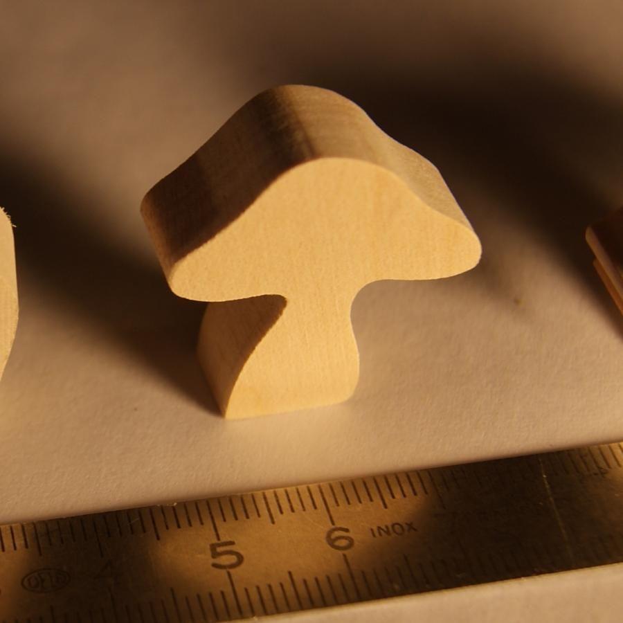 Figurine champignon en bois miniature nature