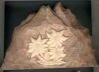 Montagne avec edelweiss sculpté main en Savoie