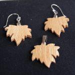 Parure feuille d'érable en bois de Hêtre, boucles et pendentif fait main