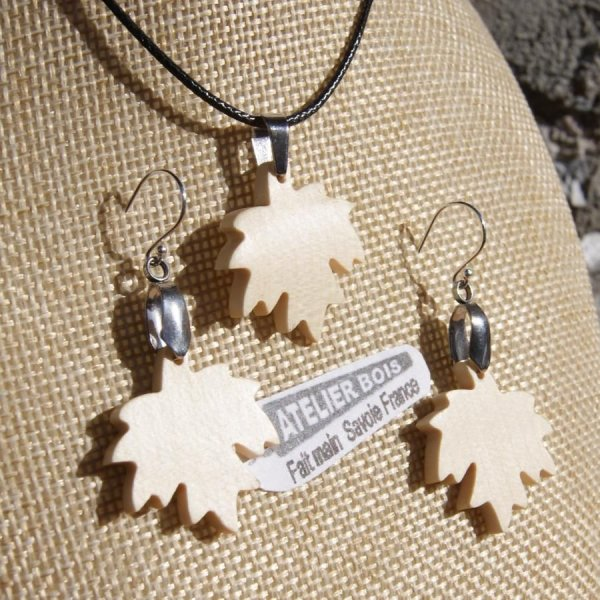 Parure feuille d'érable en bois d' Erable, boucles et pendentif fait main
