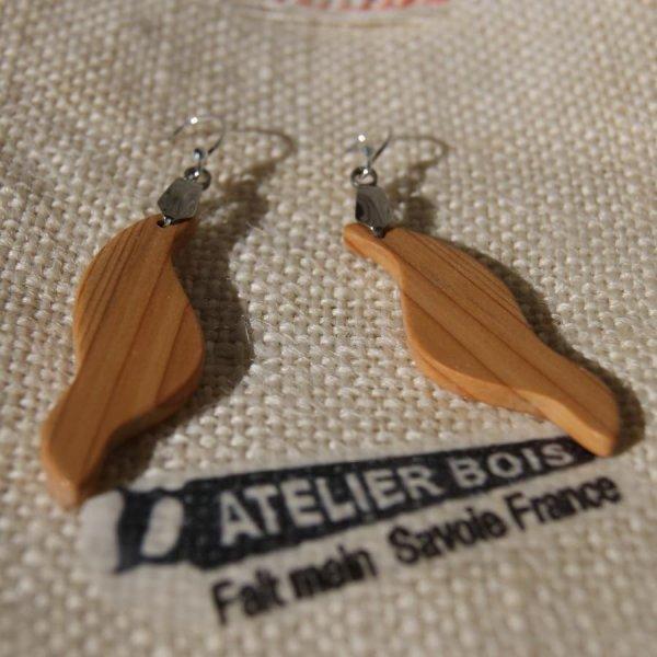 Parure vague en bois d' If, boucles et pendentif fait main