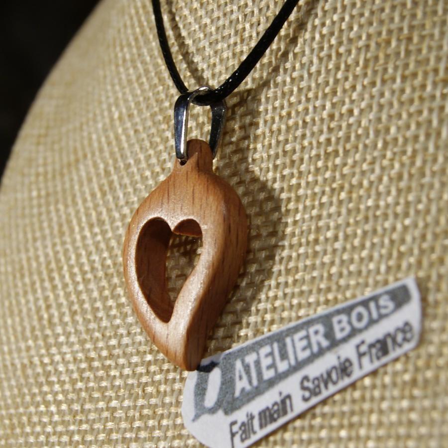pendentif coeur en bois de hetre, noce de bois, saint valentin,  bijoux bois et nature fabrication artisanale