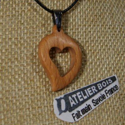 pendentif coeur en bois de hetre massif, noce de bois, saint valentin,  bijoux bois et nature fabrication artisanale