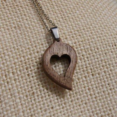 pendentif noce de bois coeur Saint Valentin bois de noyer nature