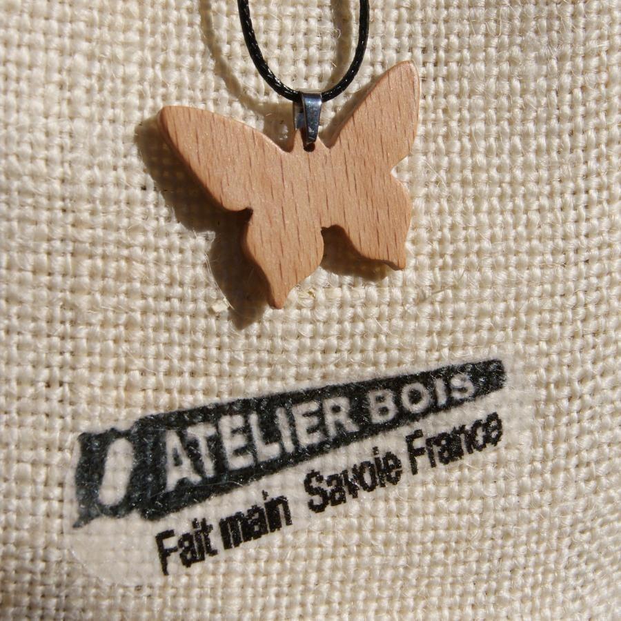 pendentif papillon en bois de hetre bijoux bois et nature, fait main