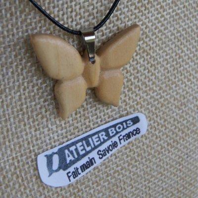 pendentif papillon en bois de merisier bijoux bois et nature, fait main, pendentif été 2018