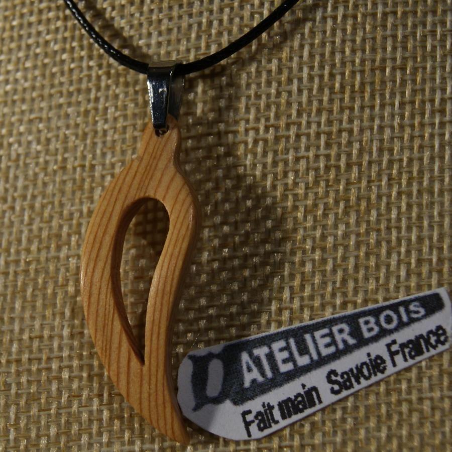 pendentif plume ou feuille evidée galbée en bois de meleze ciré bijou ethique en bois, bijou nature fait main