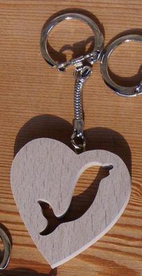 Porte clef animaux en bois porte clef coeur et dauphin fabrication artisanale en bois masif - Fabrication porte clef ...