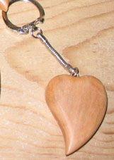 porte clef coeur incliné merisier sculpté fait main