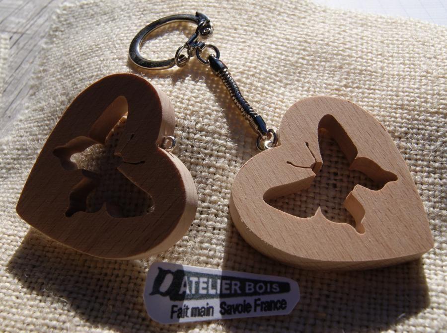 porte clef coeur et papillon fait main en bois de hetre massif