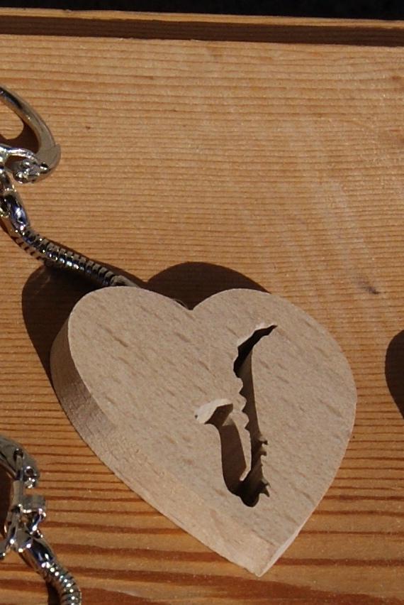 porte clef musique en bois porte clef coeur et saxophone. Black Bedroom Furniture Sets. Home Design Ideas