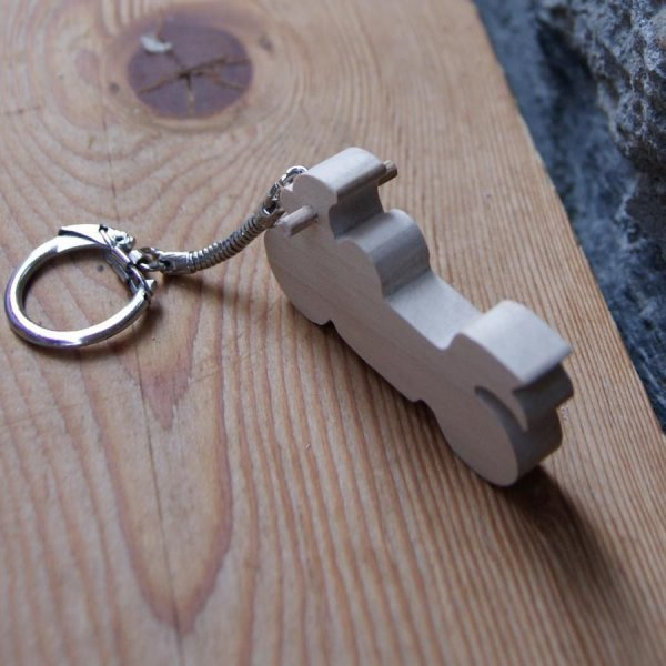 porte clef moto de route bois massif fait main erable cadeau original et utile pour motard