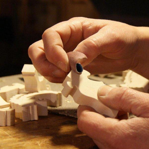Rond de serviette bonhomme de neige et son balai hetre massif fait main, decoration table de noel