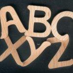 Alphabet en bois de frene massif hauteur 5cm