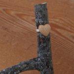 Bague cabochon en bois forme coeur frene largeur 14mm
