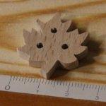 Bouton feuille d erable 25mm fait main bois massif embellissement scrap nature foret arbre feuille