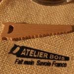 figurine miniature scie en bois de Hetre massif  ep : 3mm decor buche de Noel