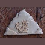 Montagne avec edelweiss sculpté main