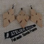 Parure croix en bois de Frêne, boucles et pendentif fait main