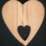 Coeur en bois avec coeur découpé Saint Valentin