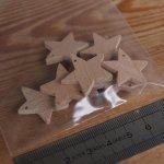 Figurine miniature etoiles a 5 branches percées, decoration de Noel a decorer et suspendre, bois massif