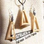 Parure triangle en bois de merisier, boucles d'oreille et pendentif fait main