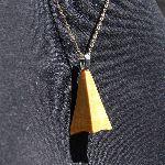 pendentif pyramide  base concave collier bois