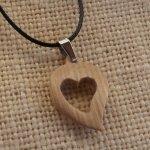 pendentif coeur en bois de frêne, noce de bois  bijoux bois et nature