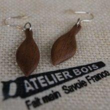 boucle d'oreille bijoux éthiques en bois fabrication artisanale noyer ciré, fait main