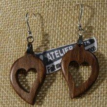 boucles d'oreilles coeur bois noyer ciré, noce de bois, saint valentin, fait main