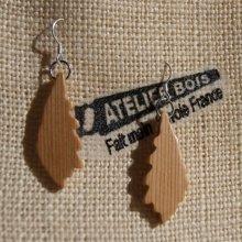 boucle d'oreille feuille de chene en Meleze bijoux éthique en bois, bijou nature ciré, fait main