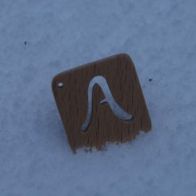 Breloque carré avec initiale découpée bois fait main