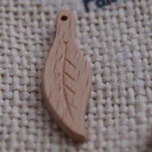 Breloque feuille longue nervurée bois fait main